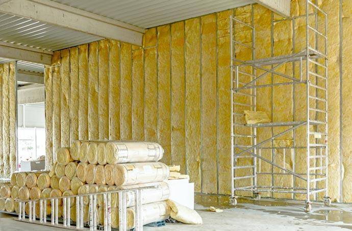 KTG Baumaschinen vermietet Rollgerüste, Schrägaufzüge für Dachdecker und Hebebühnen als Anhänger